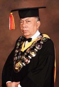 005 ketua Senat Akademik