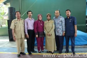 Wali Kota Banjar, Hj. Ade Uu Sukaesih, S.IP., M.Si. (keempat dari kiri) saat menghadiri sosialisasi SNMPTN di SMAN 1 Banjar (Foto oleh: Artanti Hendriyana)*