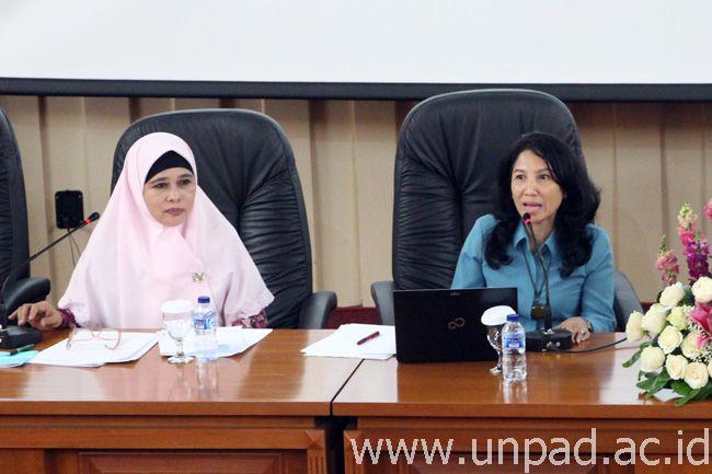 Dr. Zuzy Anna, M.Si (kanan) terpilih sebagai Koordinator IMFISERN (Foto oleh: Artanti) *