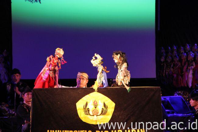 http://www.unpad.ac.id/wp-content/uploads/2014/09/humas-unpad-_2014_09_27_00040003.jpg