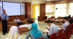 Pelepasan dosen Unpad yang akan melakukan magang profesi pada sejumlah instansi/lembaga di Executive Lounge Gedung Rektorat Unpad Bandung, Rabu (22/10). (Foto oleh: Tedi Yusup)*
