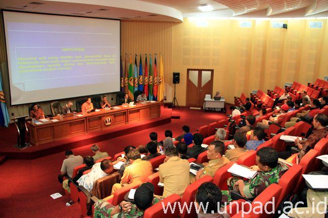 Suasana kegiatan Unpad Merespons bertema Sosialisasi Implementasi UU No. 6/2014 tentang Desa di Bale Sawala Unpad Jatinangor, Kamis (30/10) (Foto oleh: Artanti)*