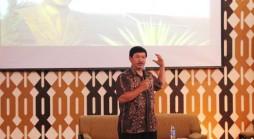 Kepala Lemabaga Pendidikan Perkoperasian (Lapenkop) Jawa Barat, Asep Saep Nurdin, saat berbicara di Grand Opening Koperasi Mahasiswa Unpad 2015 di Bale Santika Unpad Jatinangor, Kamis (3/09). (Foto oleh: Anisa Rachmawati)*