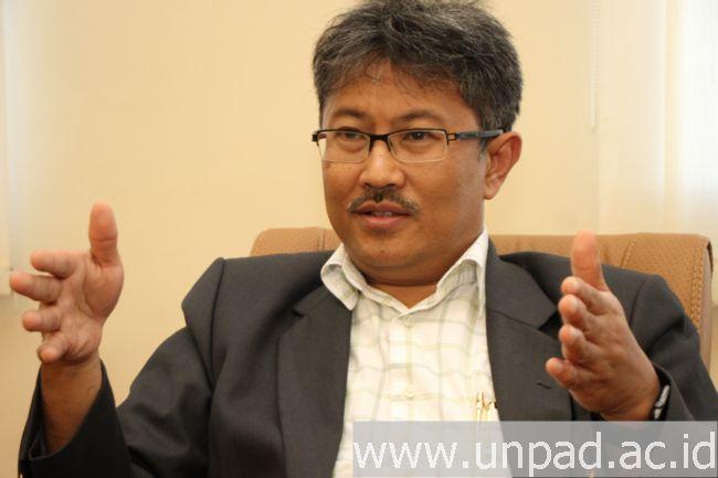 Dr. Arry Bainus, M.A. (Foto oleh: Tedi Yusup) *