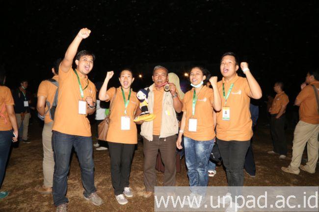 """tim """"Gula Semut Berantioksidan"""" yang meraih emas pada kategori Poster pada Pimnas 28 di Universitas Halu Oleo Kendari, Kamis (8/10) (Foto oleh: Purnomo Sidik)*"""