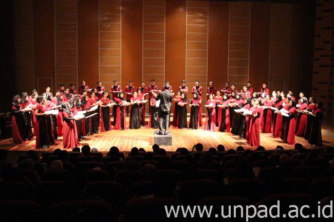 "Konser PSM Unpad ""Melodijo Veselja: Discover Happiness Through Love"" di Hall Pusat Perfilman Haji Usmar Ismail, Jakarta, Minggu (8/11). (Foto oleh: Eriyanto)*"