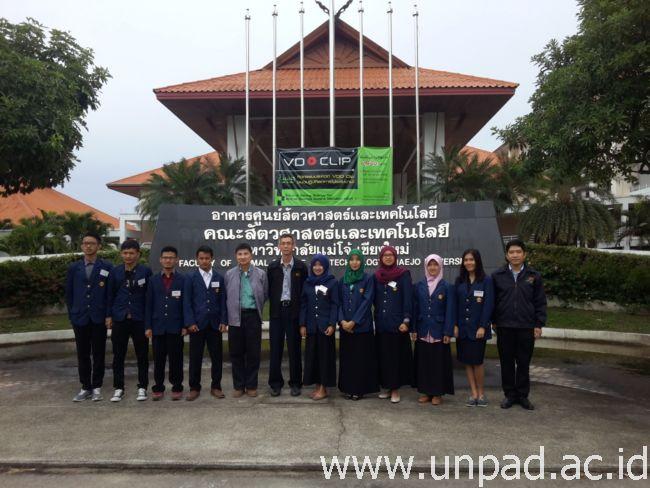 Para mahasiswa Unpad bersama dengan Dekan dan Wakil Dekan Fakultas Peternakan Maejo University Thailand *