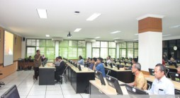 Suasana Bimbingan Teknis Aplikasi e-Office di