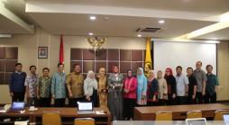 Foto bersama saat pelaksanaan Lokakarya Bidang Kerja Sama di Unpad Training Center Jln. Ir. H. Djuanda No. 4 Bandung*