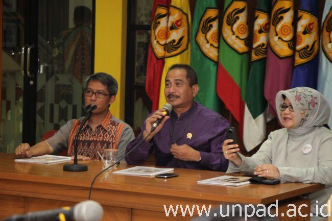 Marketing Feb Menteri Pariwisata Arief Yahya Tengah Rektor Unpad Prof Tri Hanggono