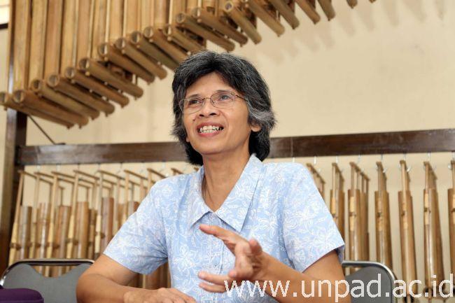 Dosen Fakultas Pertanian Unpad, Dr. Ir. Reginawanti Hindersah, M.T., salah satu anggota tim Ekspedisi Bhakti Kesra Nusantara 2016 (Foto oleh: Dadan T.)*