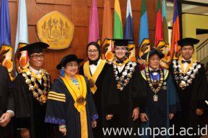 Megawati DR.HC 8