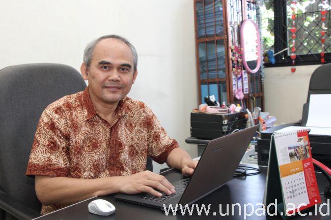 Dr. agr. Ir. Asep Anang, M.Phil (Foto oleh: Tedi Yusup)*