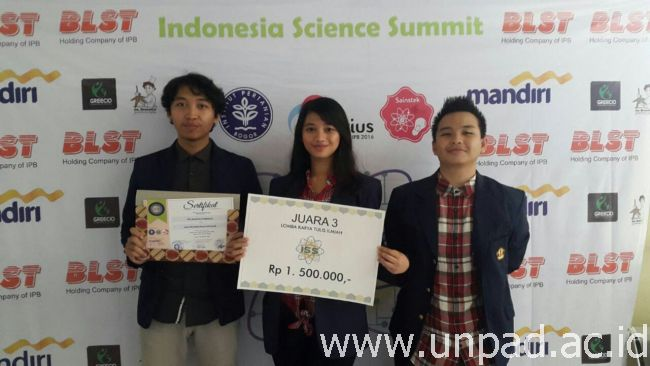 Mahasiswa Teknik Informatika Unpad yang meraih juara 3 Indonesian Science Summit di IPB, Mei 2016 *