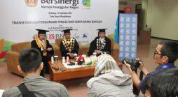 Kiri ke kanan, Menristekdikti, Prof. Moh. Nasir, PhD., Ak., Rektor Unpad, Prof. Tri Hanggono Achmad, dan Ketua Majelis Wali Amanat Unpad, Rudiantara, saat jumpa pers pada Dies Natalis ke-59 Universitas Padjadjaran di Unpad Kampus Iwakoesoemasoemantri, Jln. Dipati Ukur 35 Bandung, Rabu (14/09). (Foto oleh: Tedi Yusup)*