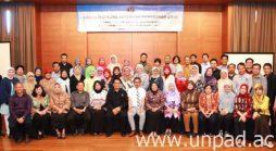 Foto bersama saat pelaksanaan Simulasi Borang Akreditasi 10 Program Studi di Fakultas Ilmu Budaya Unpad di SanGria Hotel, Lembang pada 21-23 September 2016. *