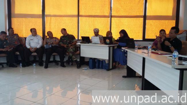 """Suasana Bedah Naskah Kuno dengan tema """"Bias-bias Geologis dalam Naskah Sunda Kuno"""" di Ruang Seminar Lantai 2 Gedung UPT Perpustakaan Unpad Jatinangor 26 Oktober lalu.*"""