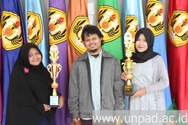 Tiga mahasiswa Fakultas Peternakan yang meraih prestasi di Lomba Karya Tulis Ilmiah Nasional di Universitas Hasanuddin dan Universitas Negeri Makassar pada 21-23 Oktober 2016 (Foto oleh: Tedi Yusup)