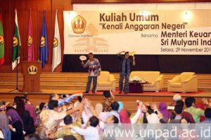 humas-unpad-2016_11_29-kuliah-umum-menkeu-8-dadan