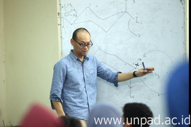 Prof. Yoshihito Shiono, ahli Kimia Organik  dari Yamagata University, Jepang. (Foto oleh: Dadan T.)*