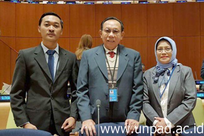 Mahasiswa prodi Hubungan Internasional Unpad, Muhammad Arsalan (kiri) di ajang The 6th Economic and Social Council (ECOSOC) Youth Forum.*