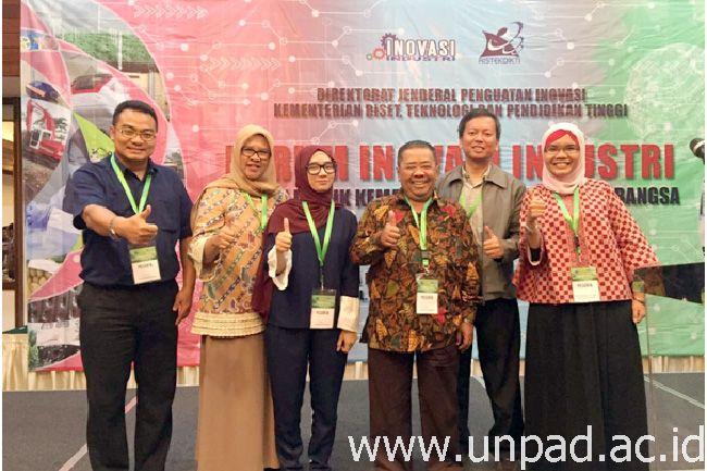 Tim Universitas Padjadjaran saat penandatanganan Kerja Sama Pendanaan Inovasi dari Dirjen Penguatan Inovasi Kemenristekdikti RI di Hotel Sari Pan Pacific, Jakarta Pusat, Senin (20/03).