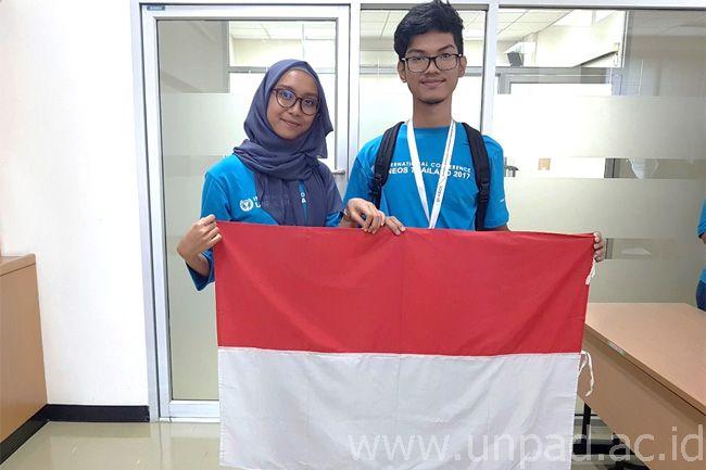 Fazlur Rahman (FMIPA) dan Tri Wahyu Melani (Fapsi) wakil Indonesia dalam rangkaian kegiatan yang digelar Universal Networking Empowerment Organization Student (UNEOS) di Bangkok, Thailand, 20-23 Februari 2017.*